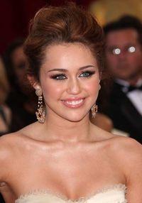 MileyCyrus_LastSong_MandyMoore