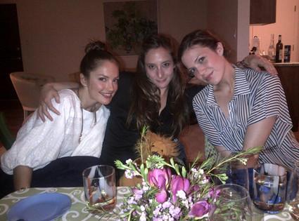MandyMoore_MinkaKelly_PassoverSedar